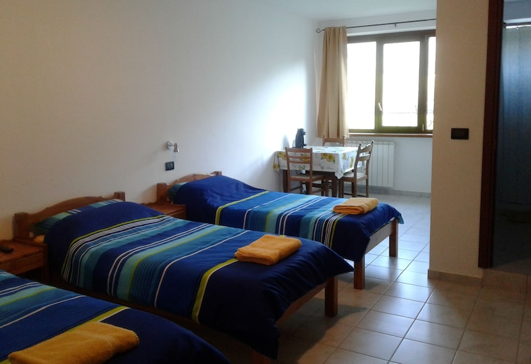 Agriturismo Agricola San Giuliano, Susa, Habitación triple, Vista de la habitación