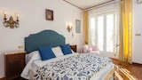 Choose this Apartment in Naples - Online Room Reservations
