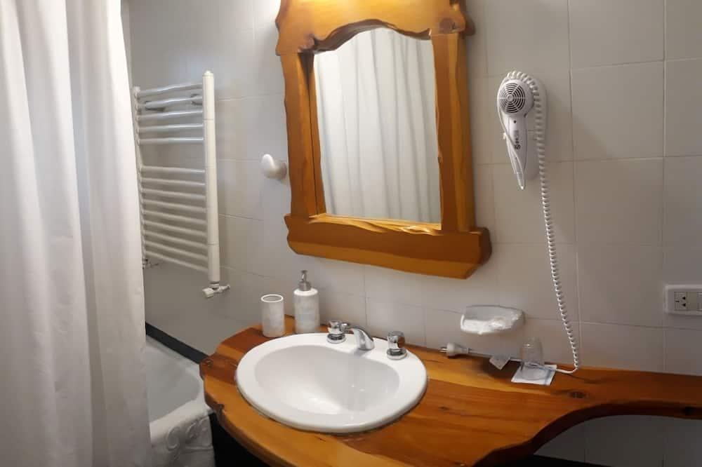 スーペリア ダブルルーム パーシャルレイクビュー - バスルーム