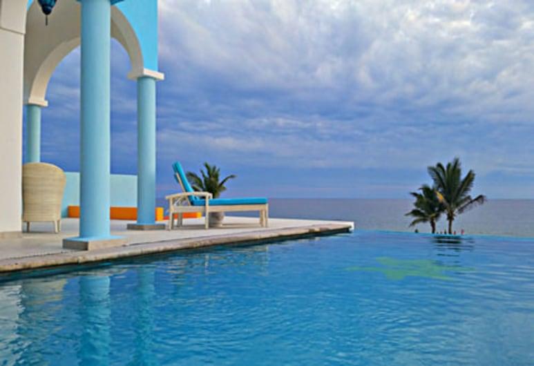 Villa Star of the Sea, Isla Navidad, Pool
