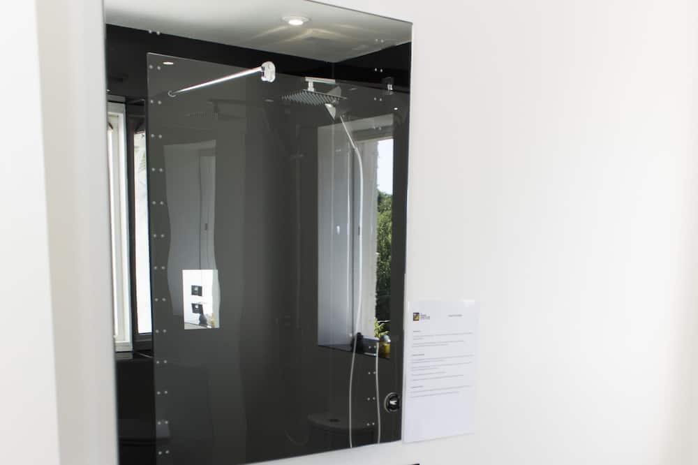 Izba typu Deluxe s dvojlôžkom alebo oddelenými lôžkami, vlastná kúpeľňa - Kúpeľňa