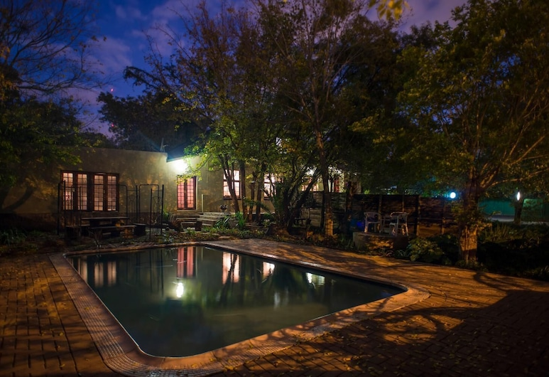 Milner Manor, Bloemfontein, Bazén