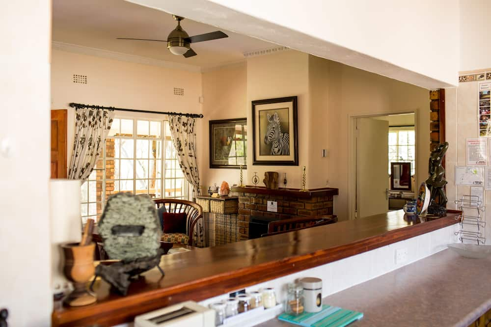 Standard Cottage, 2 Bedrooms, Non Smoking, River View (Woodlands) - Living Area