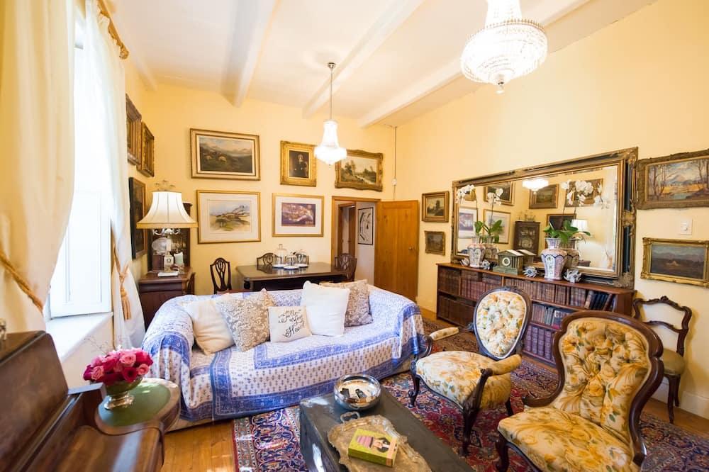 Casa clásica, 3 habitaciones, piscina privada, con vista al jardín - Sala de estar