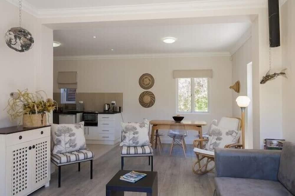 Nhà Duplex phong cách cổ điển, 2 phòng ngủ - Khu phòng khách