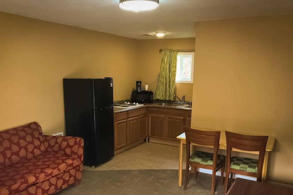 Classic Apartment, 2 Queen Beds, Non Smoking - Living Area