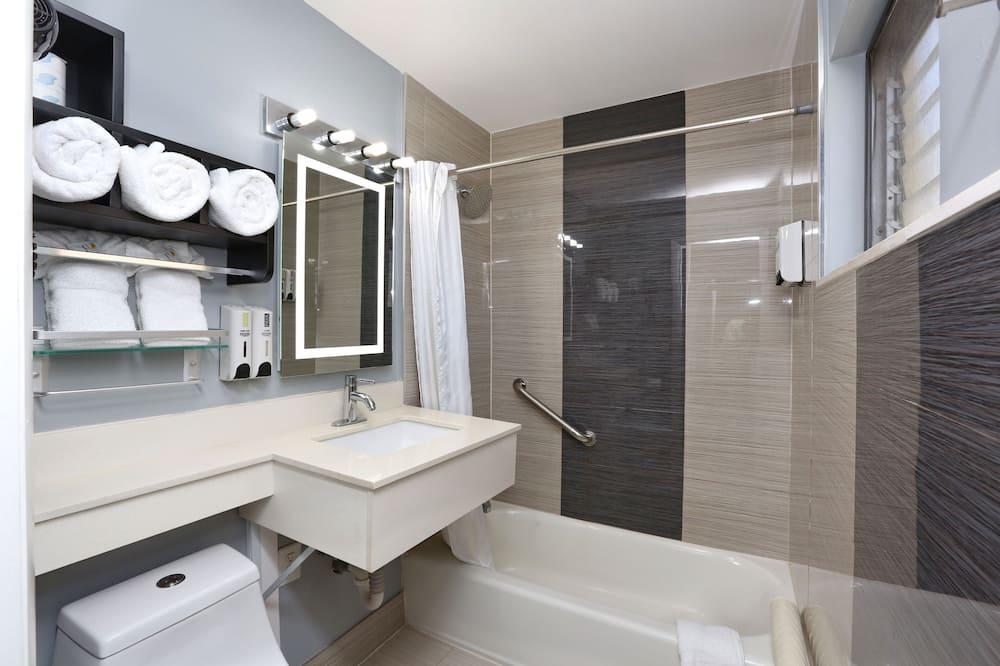 Standard szoba, több ágy, nemdohányzó, kilátással az öbölre - Fürdőszoba