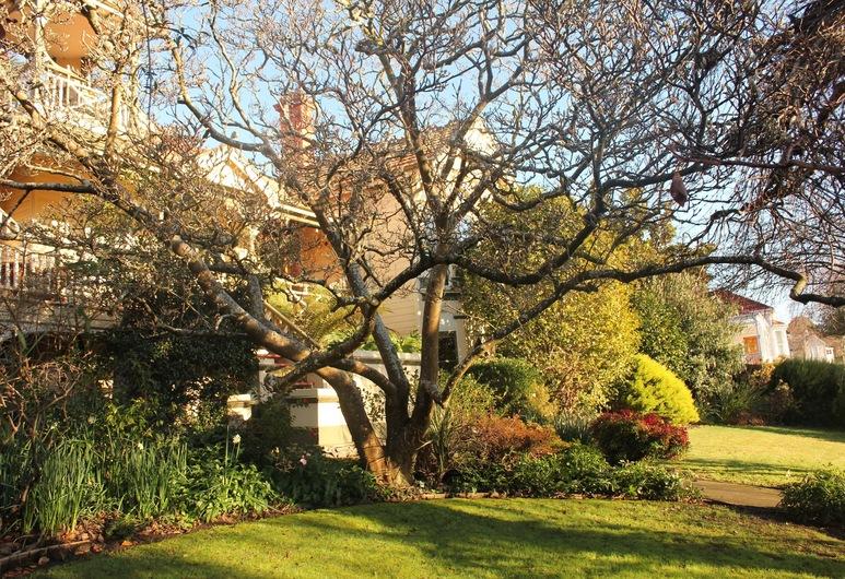 Turret House, Trevallyn, Záhrada