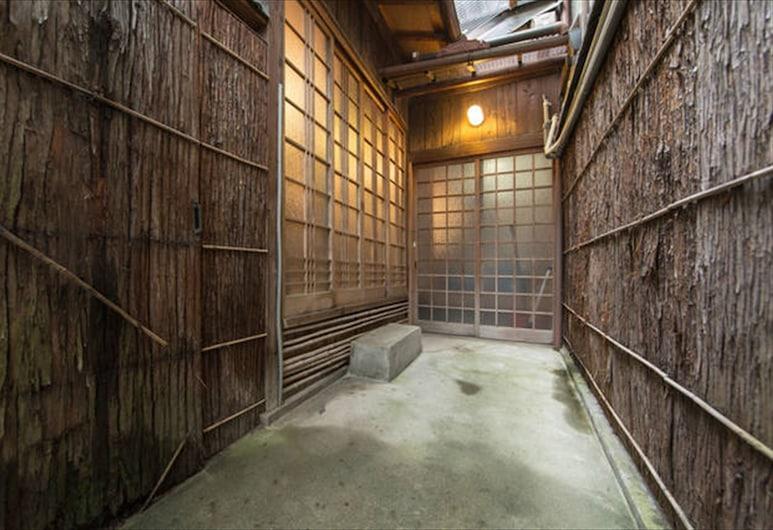 Nagomi Samurai Enmachi, Kyoto, Interior Entrance