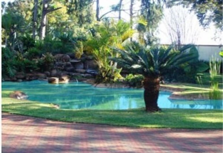 Daisy Executive Lodge, Banket, Outdoor Pool