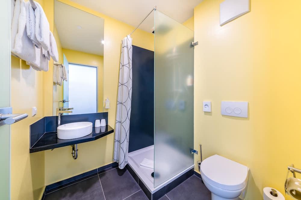 6 Bed Room - Bathroom