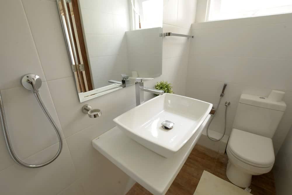 Shared Dormitory, 1 Bedroom, Kitchenette, Annex Building - Bilik mandi