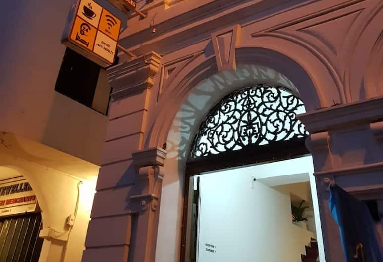 Star Anise Boutique Capsule, Colombo, Z zewnątrz