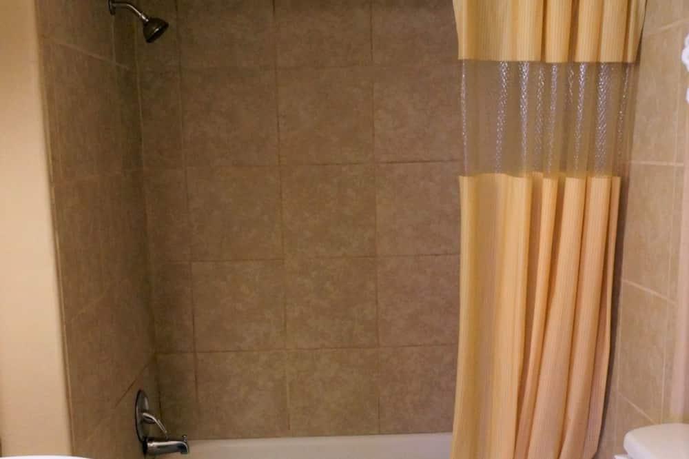 Standaard suite, 2 slaapkamers, kitchenette - Badkamer