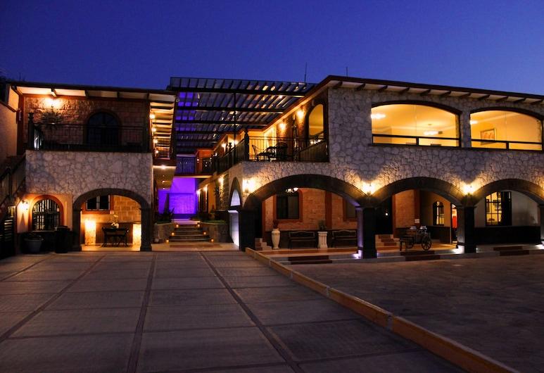Hotel Villa Bernal, Ezequiel Montes, Pročelje hotela – navečer/po noći