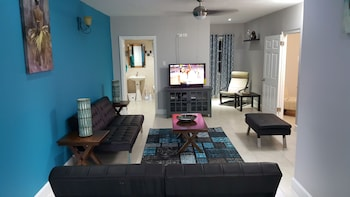 Foto di New Kingston Guest Apartment at Donhead a Kingston