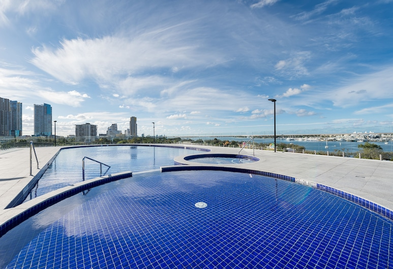 Meriton Suites Southport, Gold Coast, Southport, Pool
