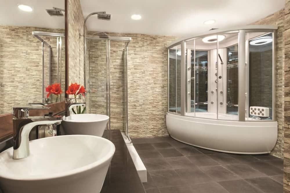 Executive Suite, 3 Bedrooms, Kitchen - Bathroom