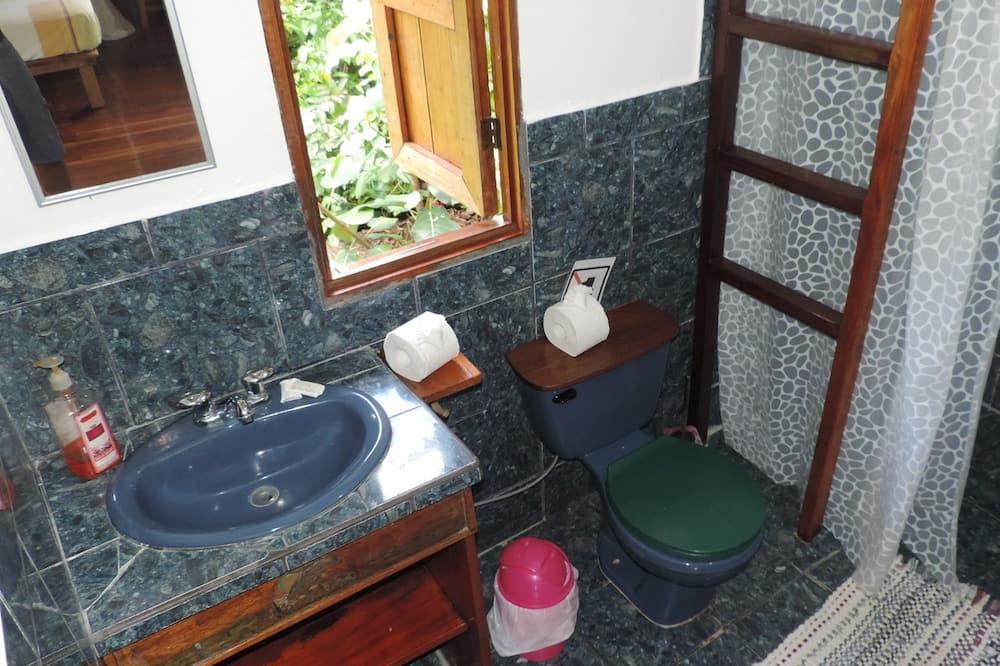 트래디셔널 쿼드룸, 더블침대 2개, 냉장고, 정원 전망 (#3 y #4) - 욕실
