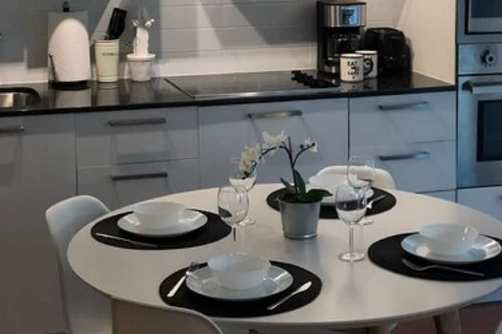Executive Condo, 1 Bedroom, Kitchen, City View - In-Room Dining