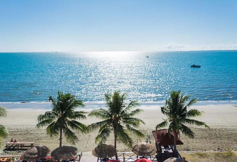 Ramada Suites by Wyndham Wailoaloa Beach Fiji, Nadi, Strand