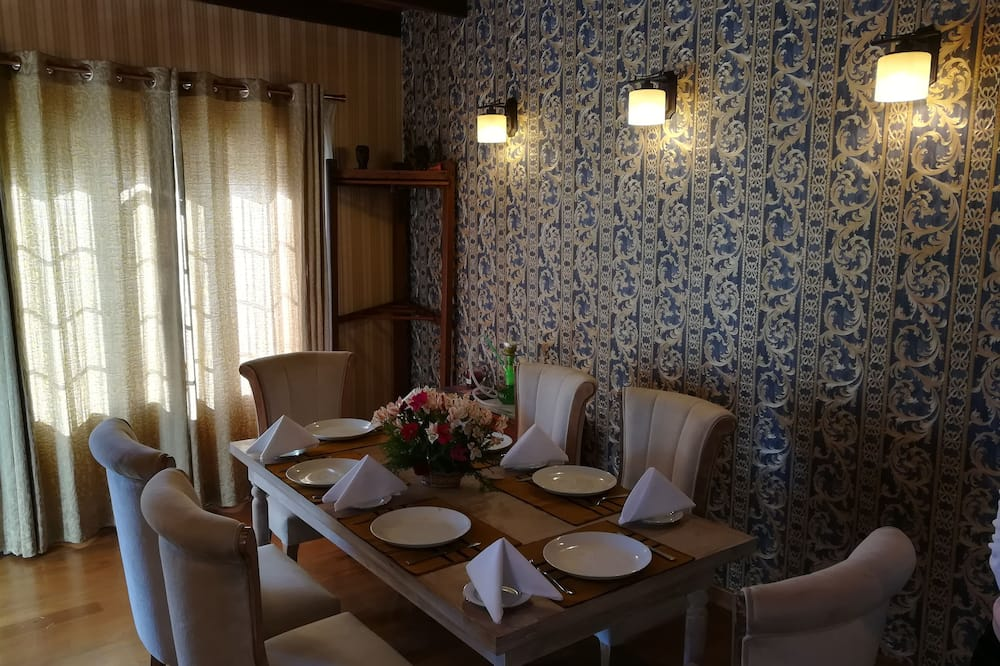 Deluxe Cottage, Lake View, Lakeside - In-Room Dining