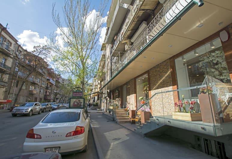 FlatsInYerevan - Apartments by Republic Square, Yerevan, Uitzicht vanuit de accommodatie