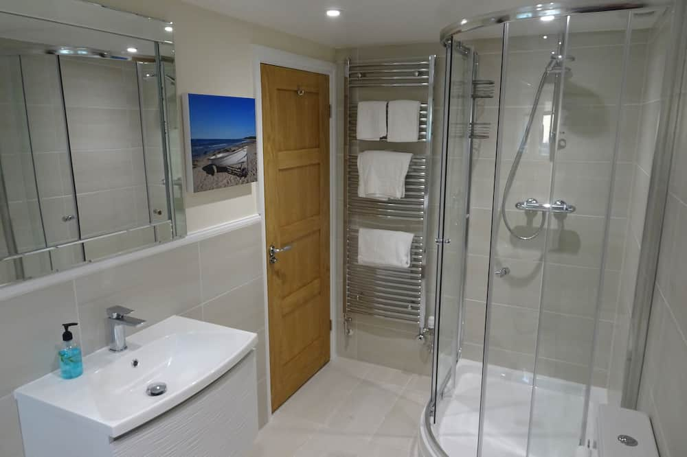 Deluxe Double Room, Ensuite (With Sofa Bed) - Bathroom