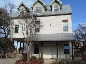 Picture of Elizabeth's Haus - The Nest - Lower Suite in Fredericksburg