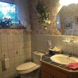 Suite, 1 Tempat Tidur King, pemandangan kebun - Wastafel Kamar Mandi