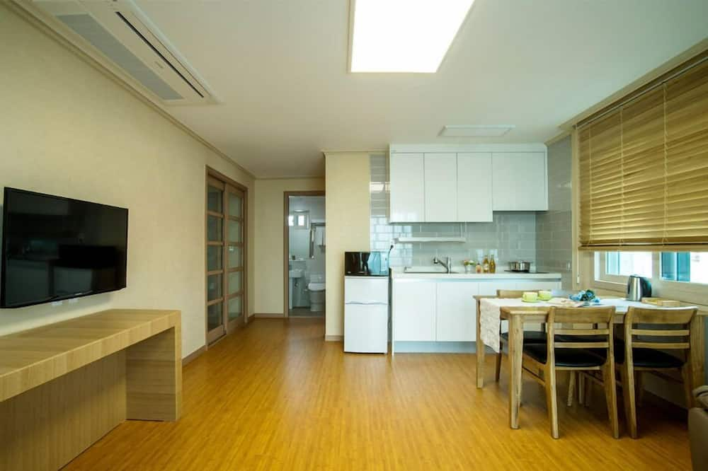Family Room, Kitchenette, Partial Sea View - Living Area