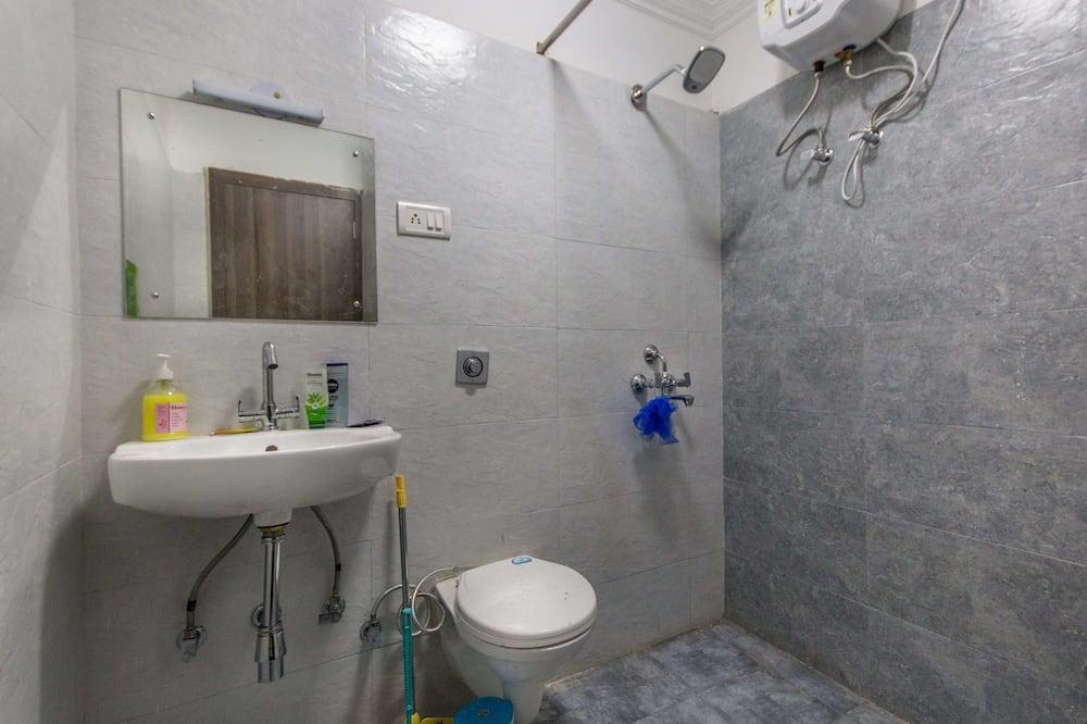 AC 6 Bed Shared room - Bathroom