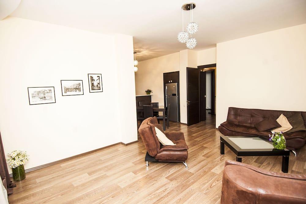 Апартаменты «Комфорт», 3 спальни, для курящих, вид на город - Гостиная