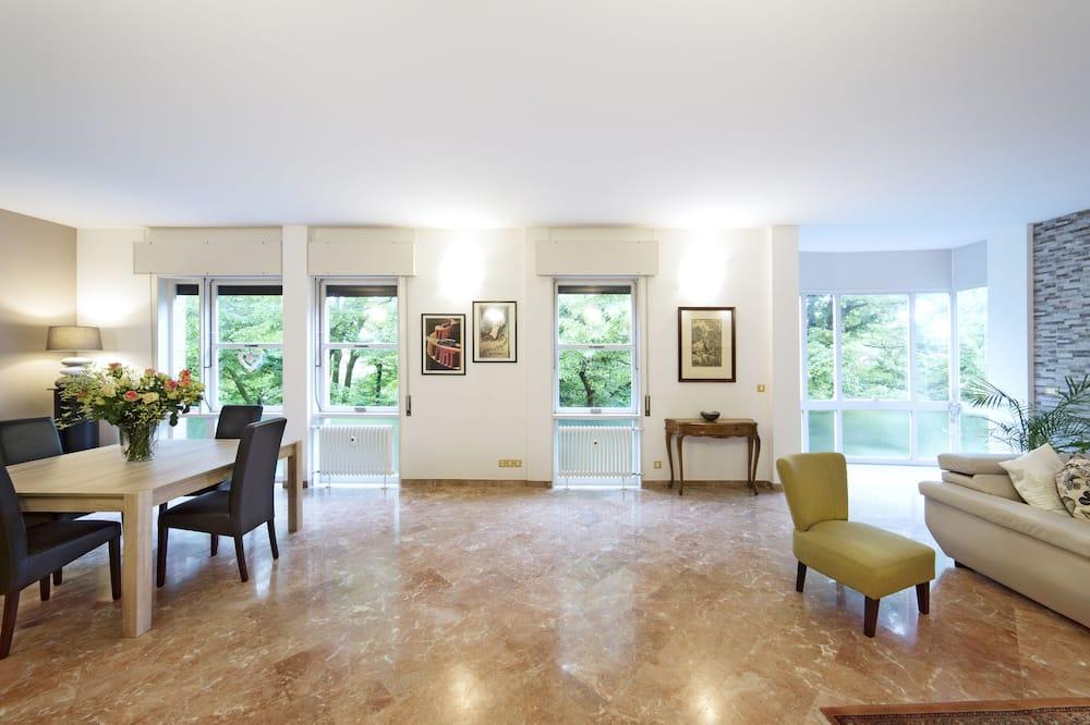 Superior Apartment, 3 Bedrooms - Living Area