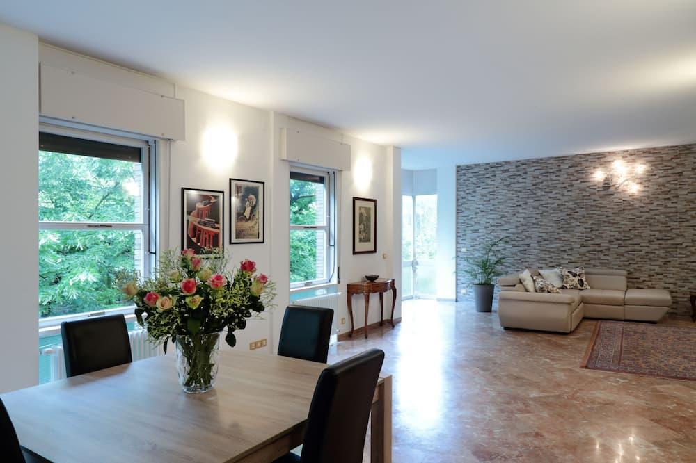 Superior Apartment, 3 Bedrooms - Living Room