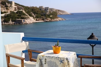 Picture of Vari Beach Hotel in Syros