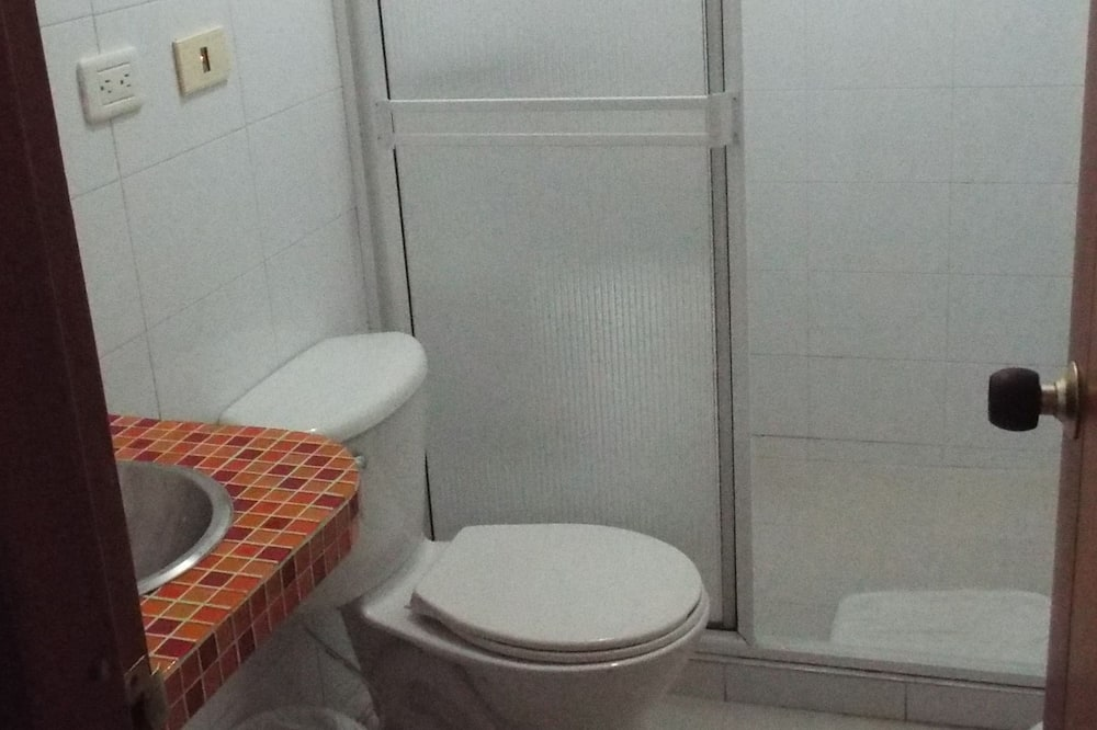 Standaard Twin kamer, 1 slaapkamer - Badkamer