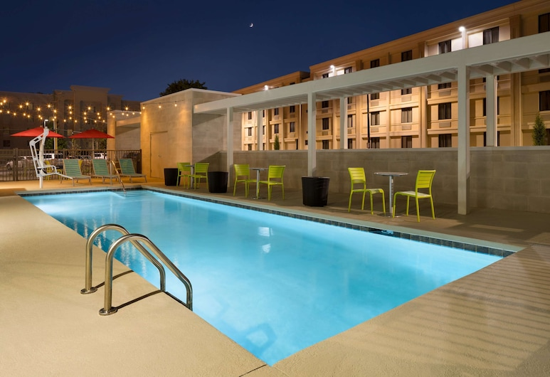 Home2 Suites by Hilton Charlotte Airport, Charlotte, Pool