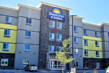 Picture of Days Inn & Suites Lubbock Medical Center in Lubbock