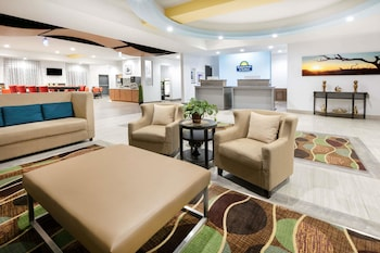 Fotografia hotela (Days Inn & Suites by Wyndham Lubbock Medical Center) v meste Lubbock