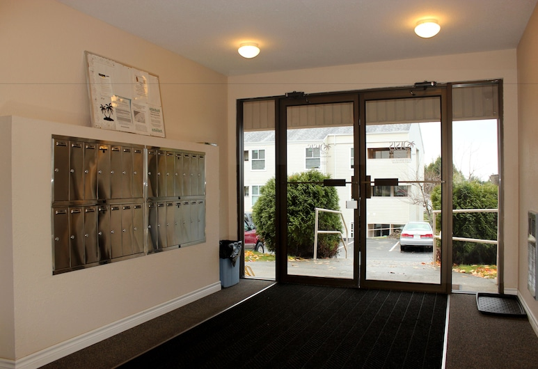 Oasis Apartments, Prince Rupert, Vnútorný vchod