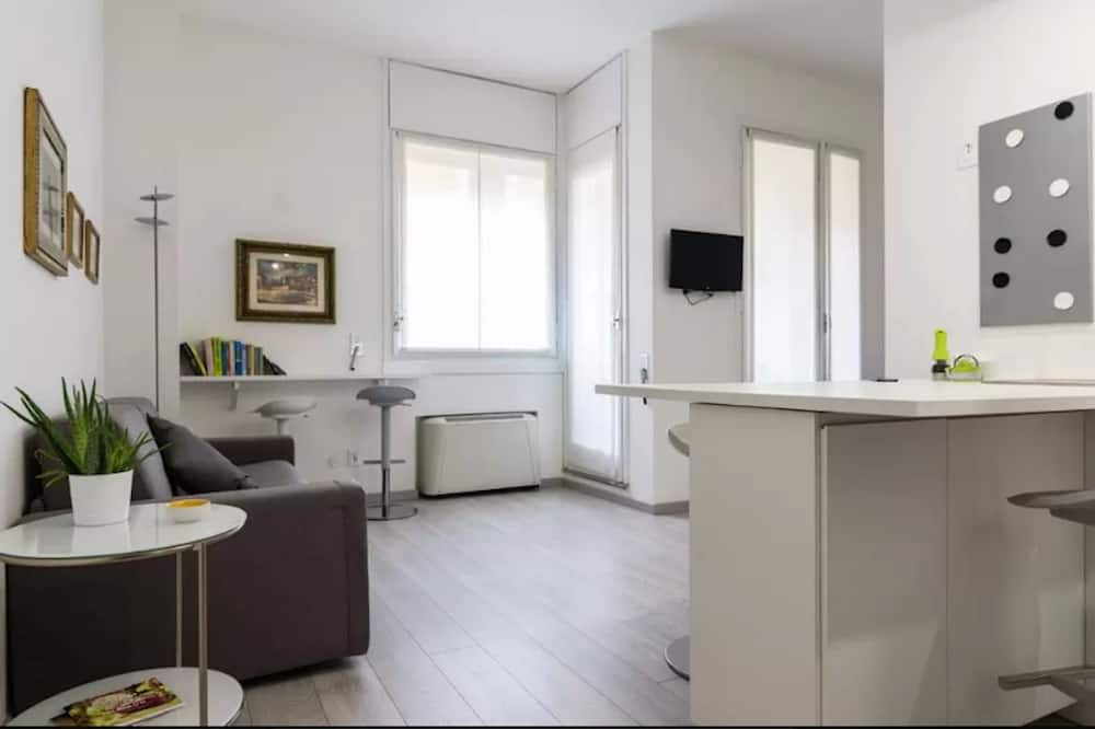 City Studio, 1 Double Bed with Sofa bed, City View - Living Area
