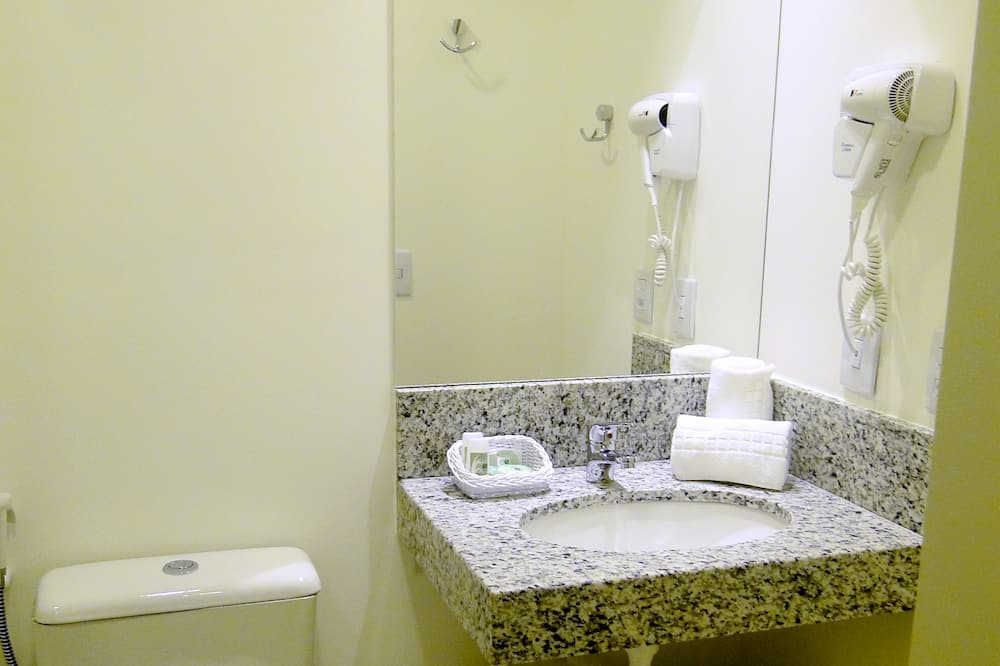Standard Single Room, 2 Single Beds - Bathroom