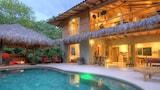 Reserve this hotel in Manzanillo, Costa Rica
