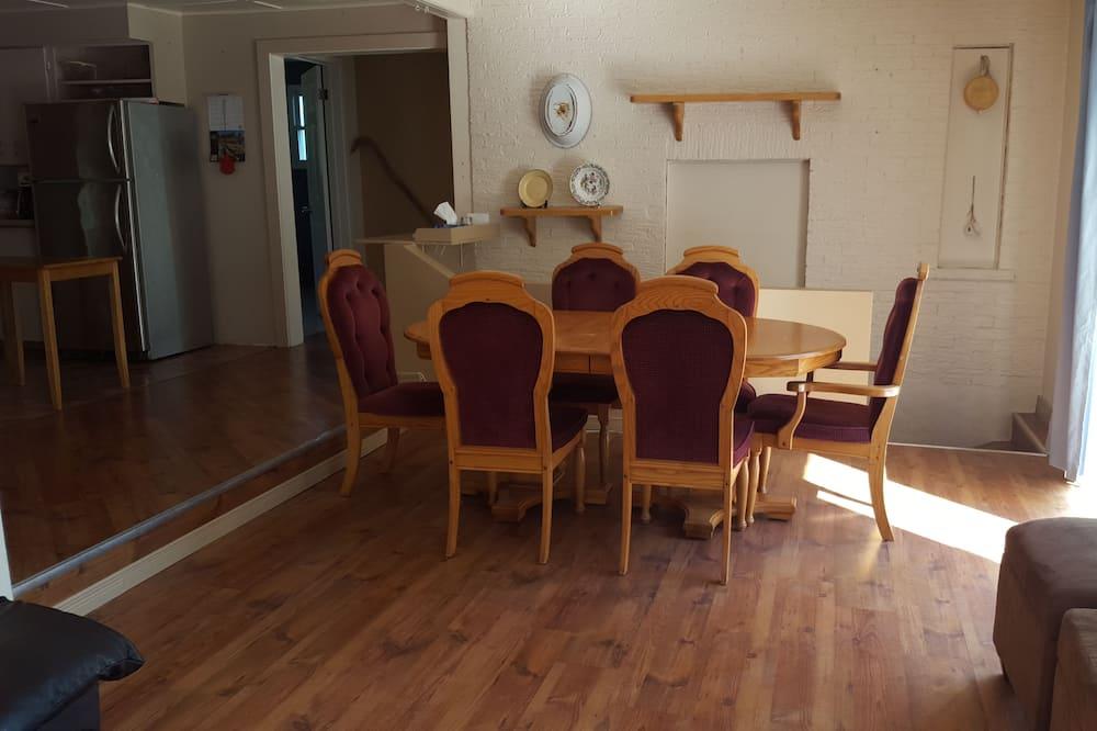 Kalnu mītne, četras guļamistabas - Dzīvojamā istaba