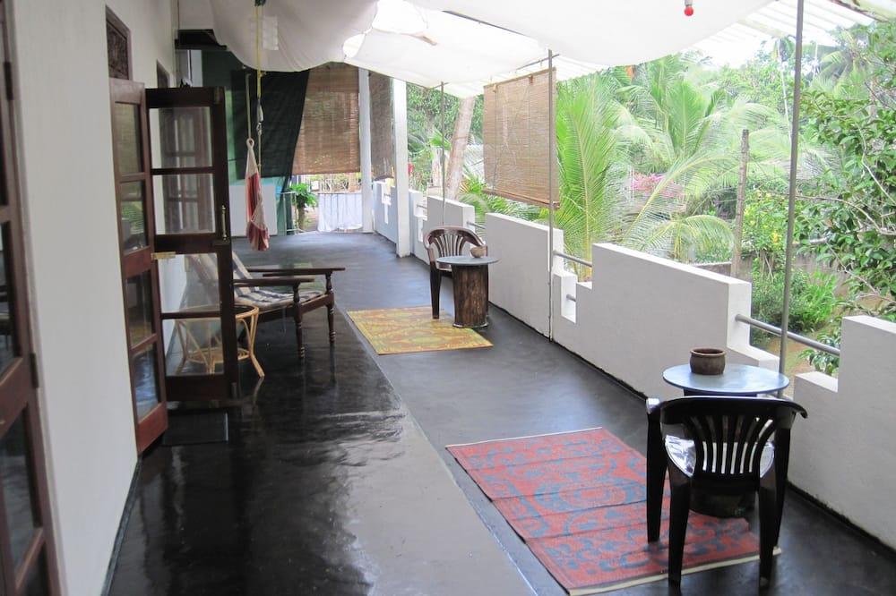 Comfort-dobbeltværelse - 1 queensize-seng - tekøkken - udsigt til have - Opholdsområde