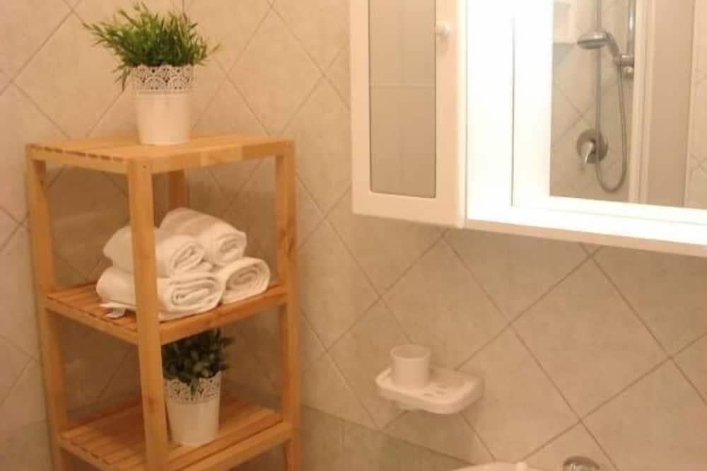 Apartment, 2 Bedrooms (6 PAX) - Bathroom