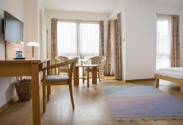 Ökotel Hamburg, Hamburg, Standard Double Room, Living Area