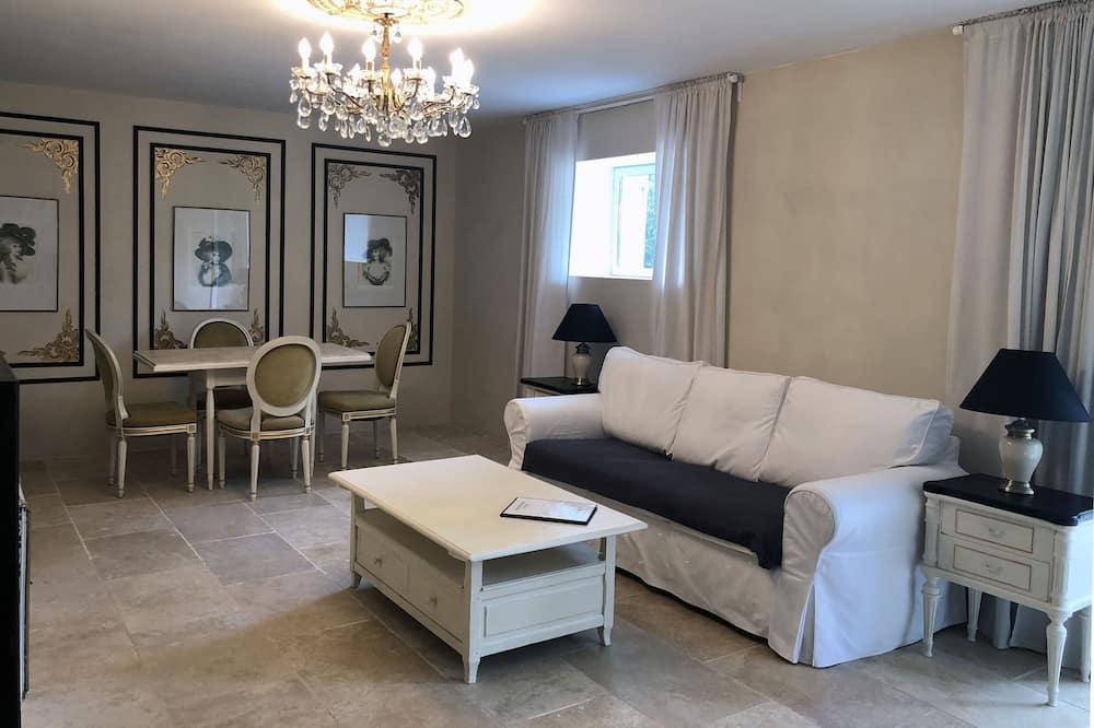 Luxury Apartment, 1 Queen Bed, Ensuite, Ground Floor - Living Area