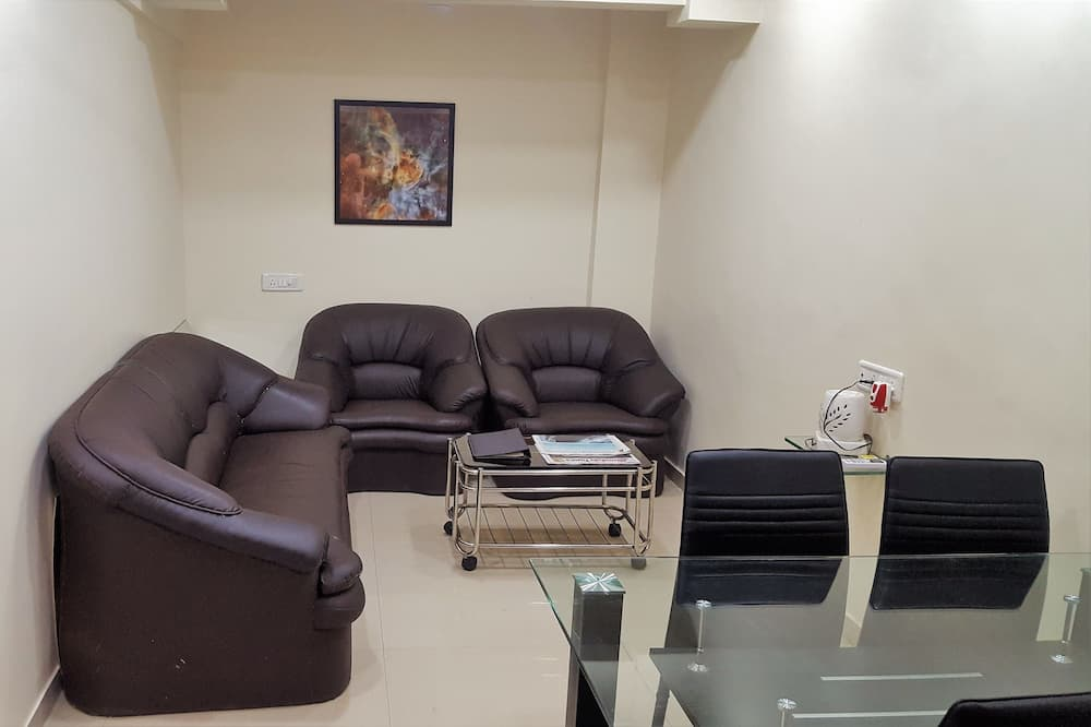 Deluxe AC Room with Breakfast - Living Area